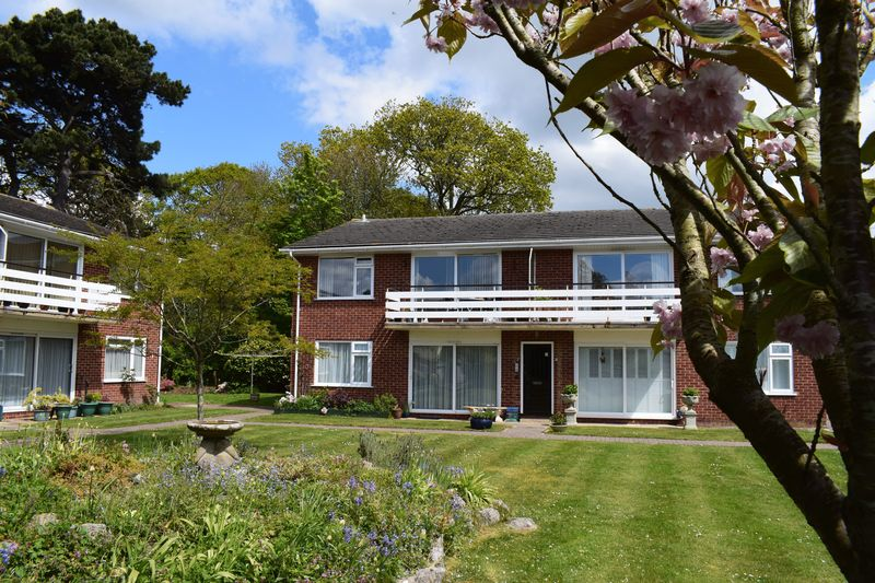 2 Bedrooms Flat for sale in Mill Lane, Christchurch