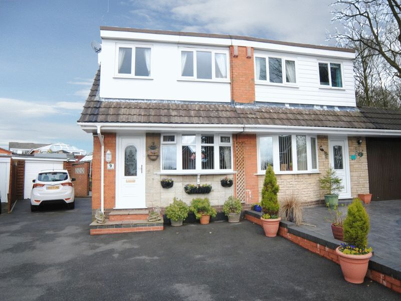 3 Bedrooms Semi Detached House for sale in Ransome Place, Parkhall, Stoke on Trent, ST3 5RT