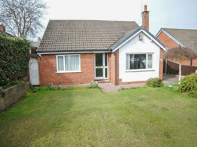 3 Bedrooms Detached Bungalow for sale in Springcroft, Blythe Bridge, Stoke-On-Trent, ST11 9PG