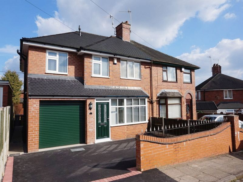 4 Bedrooms Semi Detached House for sale in Greenway, Blurton, Stoke-On-Trent, ST3 2AW