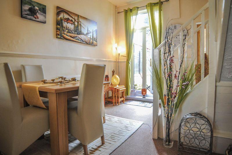 2 Bedrooms Terraced House for sale in Heron Street, Heron Cross, Stoke-On-Trent, ST4 3AR