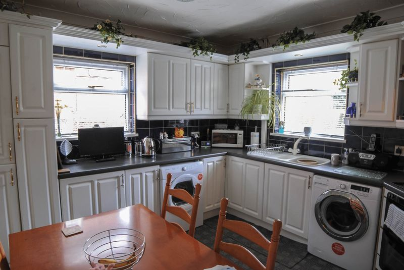 3 Bedrooms Semi Detached House for sale in Rochester Road, Sandford Hill, Stoke-On-Trent, ST3 1AH