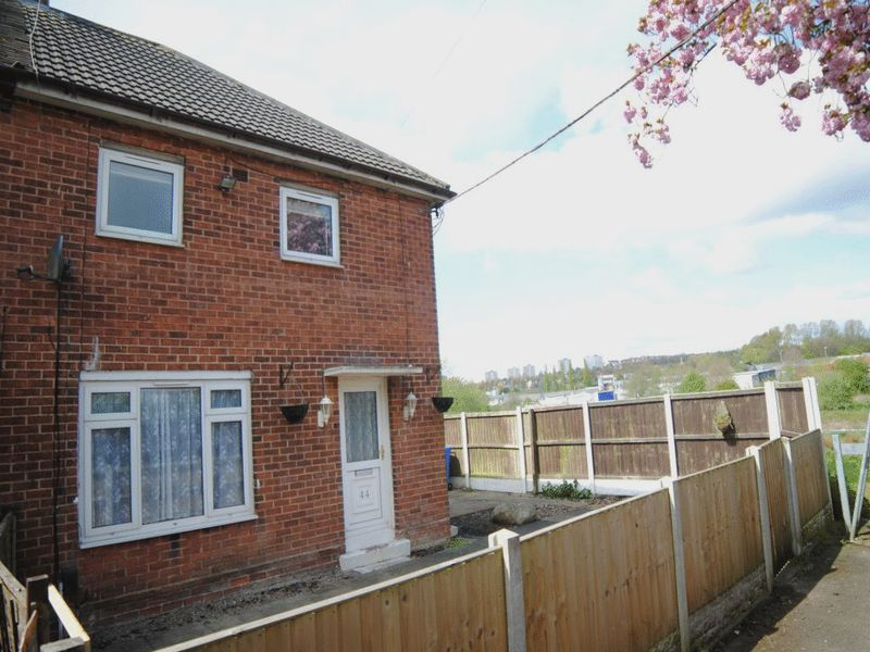 3 Bedrooms Semi Detached House for sale in Brewester Road, Bucknall, Stoke-On-Trent, ST2 9JN