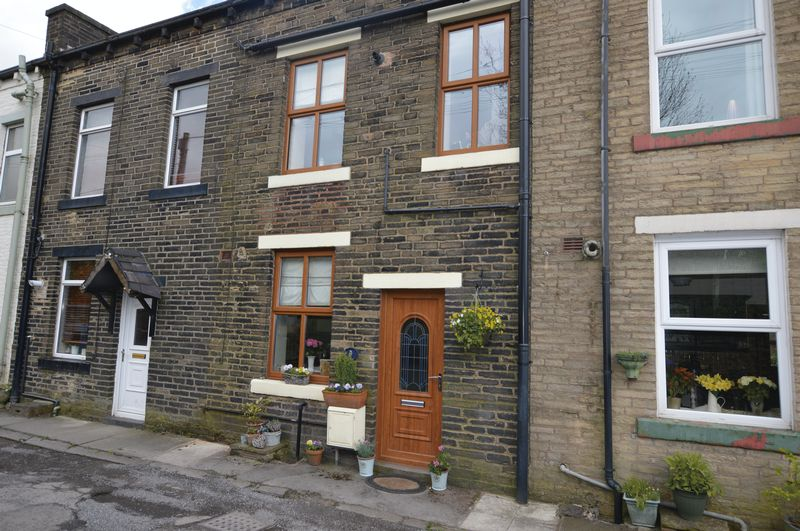 3 Bedrooms Terraced House for sale in Turf Terrace, Littleborough