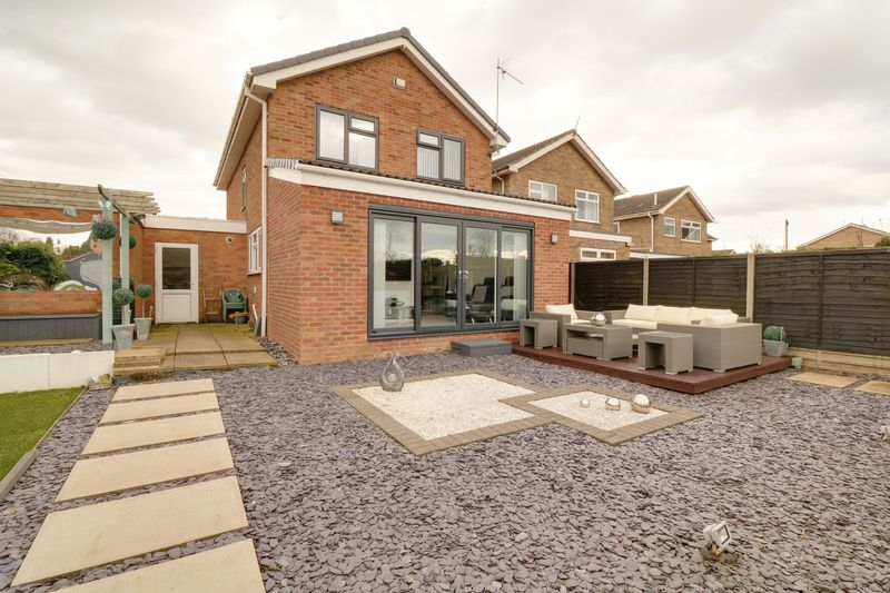 4 Bedrooms Detached House for sale in Churchill Avenue, Brigg