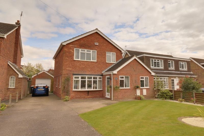 3 Bedrooms Detached House for sale in Barton Road, Wrawby