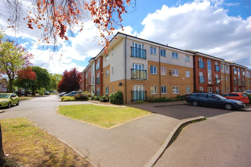 2 Bedrooms Flat for sale in Bromhall Road, Dagenham