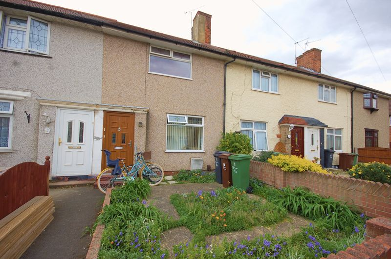 2 Bedrooms Terraced House for sale in Comyns Road, Dagenham