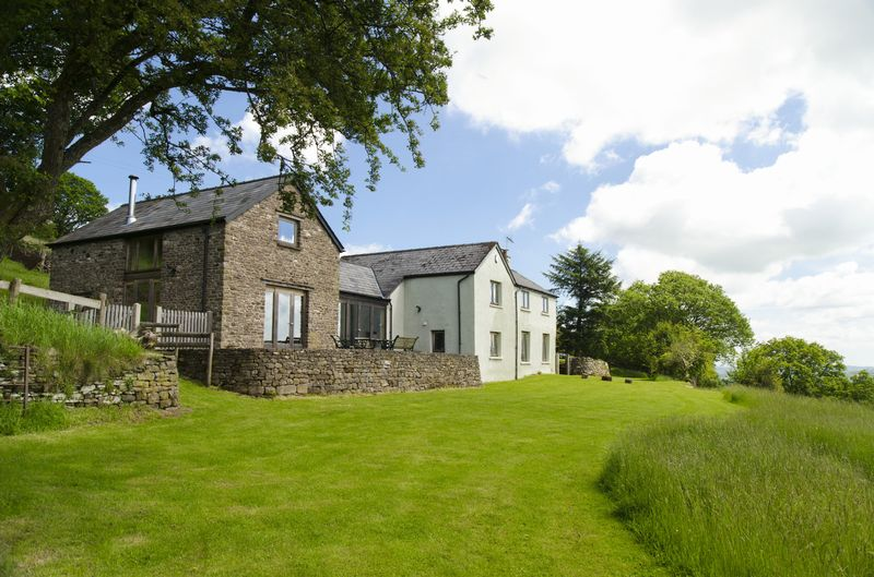 3 Bedrooms Detached House for sale in Cwmyoy, Abergavenny