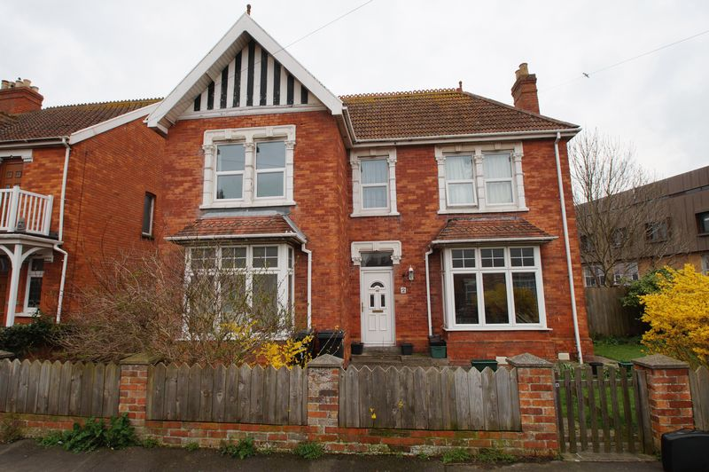 4 Bedrooms Detached House for sale in Kingsway Road, Burnham-On-Sea
