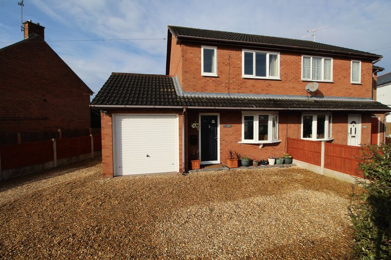 2 Bedrooms Semi Detached House for sale in Hall Street, Wrexham