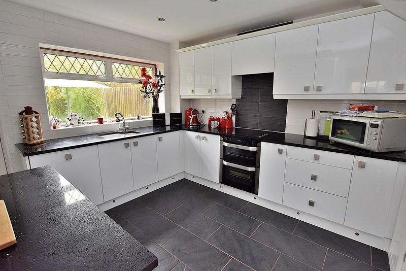 4 Bedrooms House for sale in Russell Close, Village of Kensworth