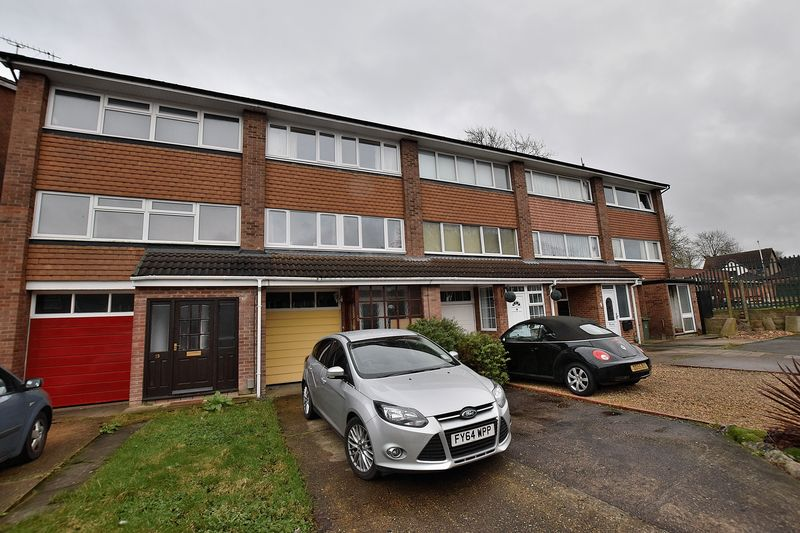 4 Bedrooms Terraced House for sale in The Cedars, South West Dunstable