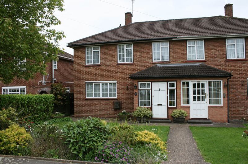 3 Bedrooms Semi Detached House for sale in CHAIN FREE 3 bedroom house, Kings Drive, Edgware HA8