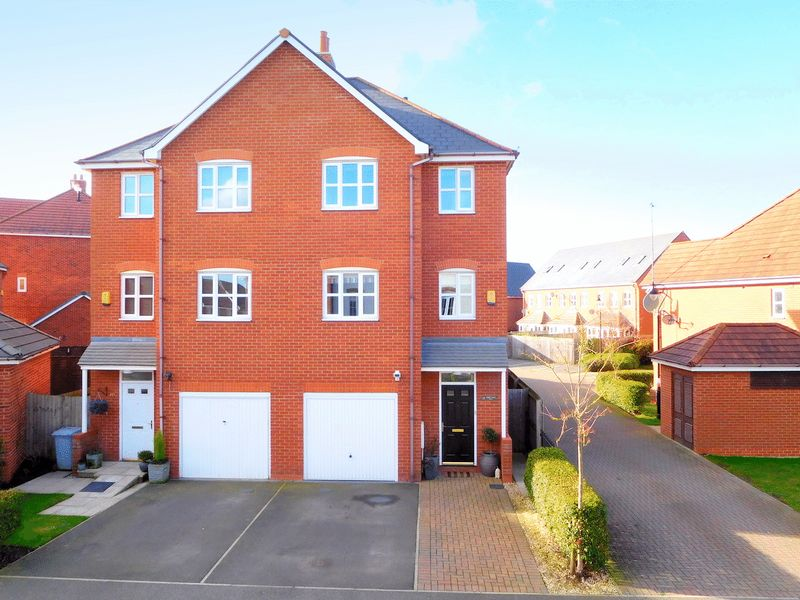 4 Bedrooms Semi Detached House for sale in Abbey Park Way, Wychwood Village, Weston