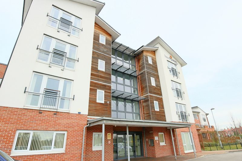 2 Bedrooms Flat for sale in Rolls Avenue, Crewe
