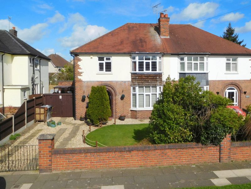 3 Bedrooms Semi Detached House for sale in Manor Way, Wistaston