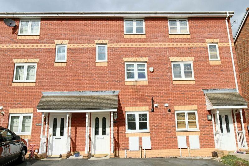 4 Bedrooms Terraced House for sale in Mottram Drive, Stapeley, Nantwich