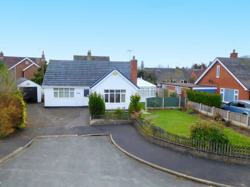2 Bedrooms Detached Bungalow for sale in Princess Grove, Wistaston