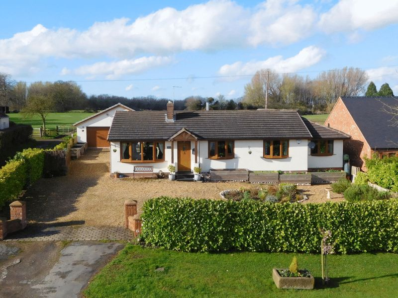 4 Bedrooms Detached Bungalow for sale in Audlem Road, Hankelow
