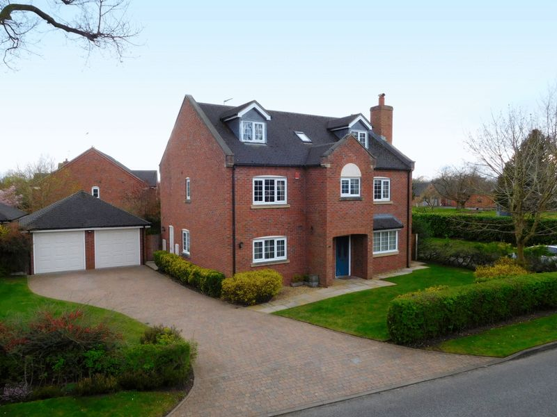 6 Bedrooms Detached House for sale in Old Newcastle Road, Willaston, Nantwich