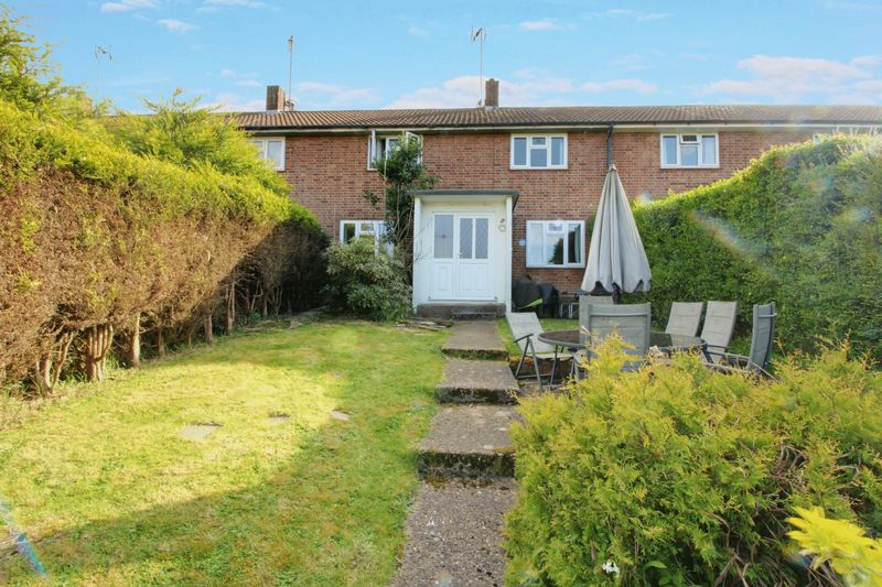 3 Bedrooms Terraced House for sale in Park Road, Northaw