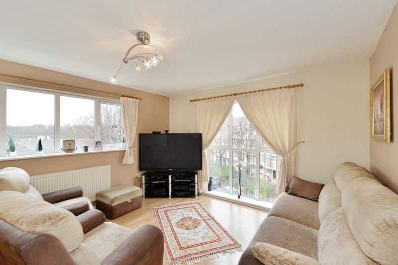 2 Bedrooms Flat for sale in Lime Tree Court, Bow, E3