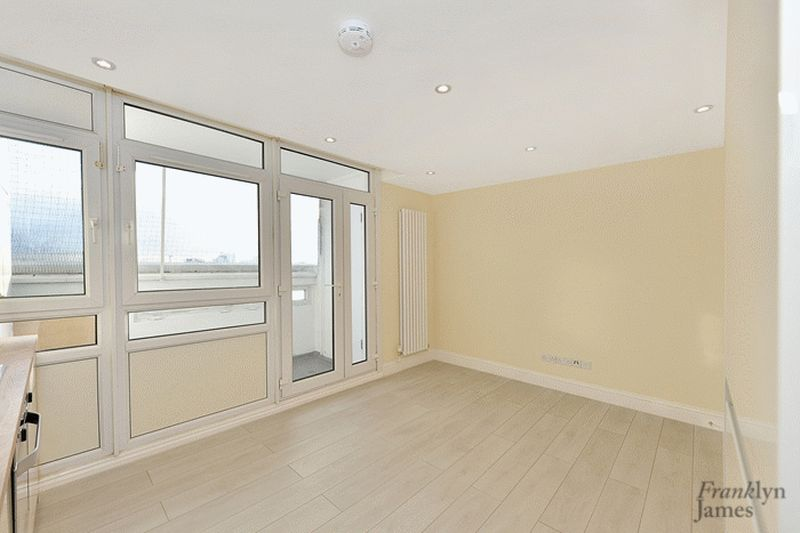 2 Bedrooms Flat for sale in Elmslie Point, Bow, E3