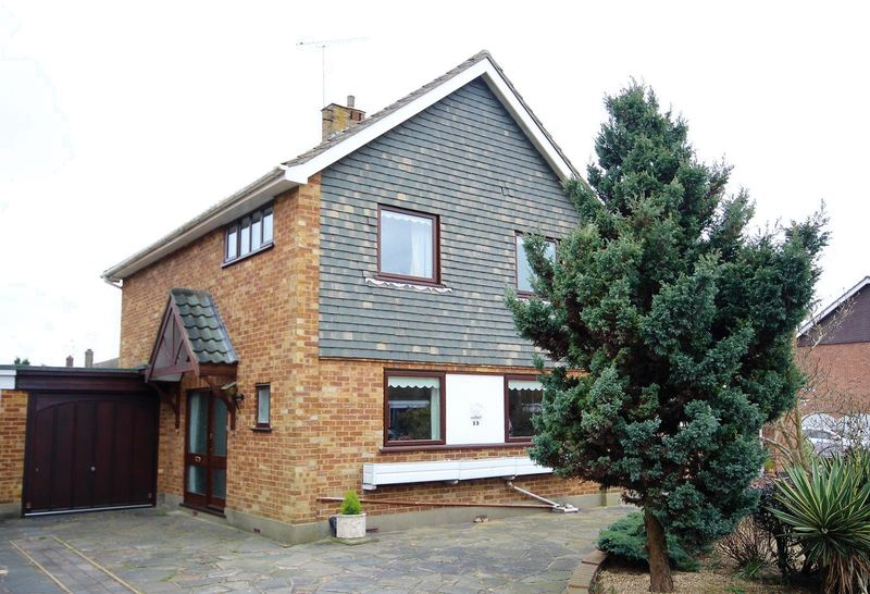 3 Bedrooms Detached House for sale in Princes Way, Hutton, Brentwood
