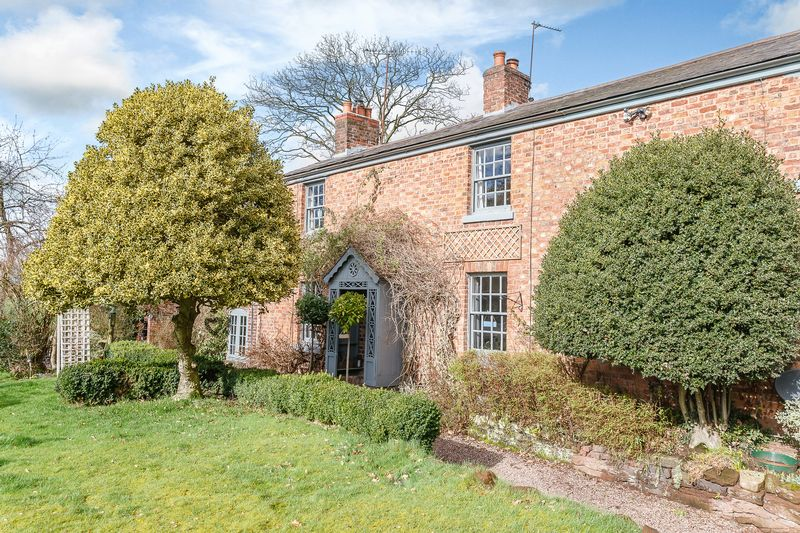 3 Bedrooms House for sale in Great Barrow, Nr. Chester