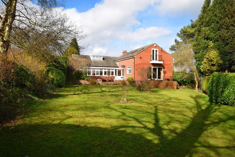 4 Bedrooms Detached Bungalow for sale in Overdale Place, Leek