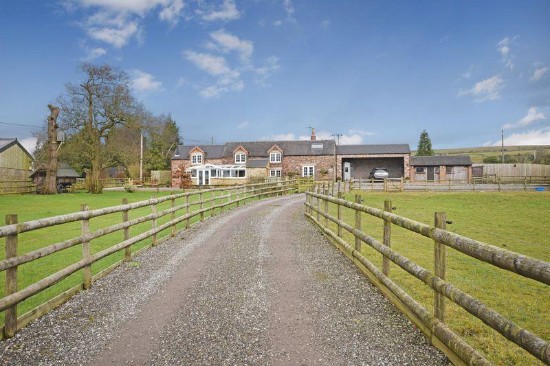 3 Bedrooms Detached House for sale in Bradnop, Leek
