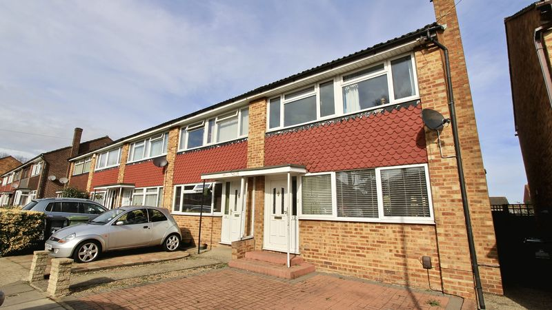 3 Bedrooms Terraced House for sale in Hobbs Close, Waltham Cross