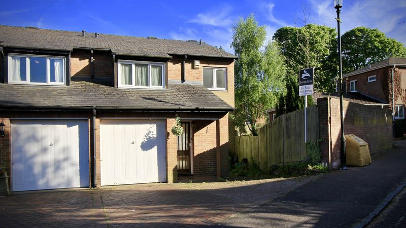 3 Bedrooms Semi Detached House for sale in Walnut Close, Great Missenden
