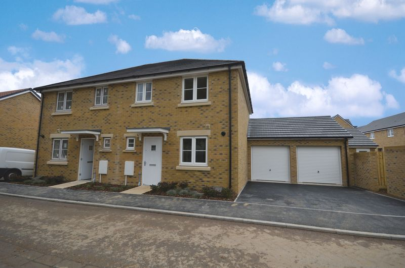 3 Bedrooms Semi Detached House for sale in Houndstone, Yeovil