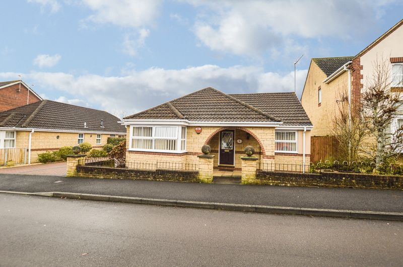 3 Bedrooms Detached Bungalow for sale in Foxglove Way, Yeovil
