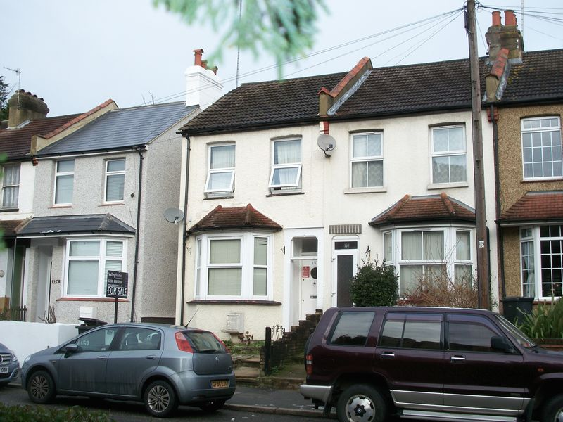 3 Bedrooms Semi Detached House for sale in Coulsdon