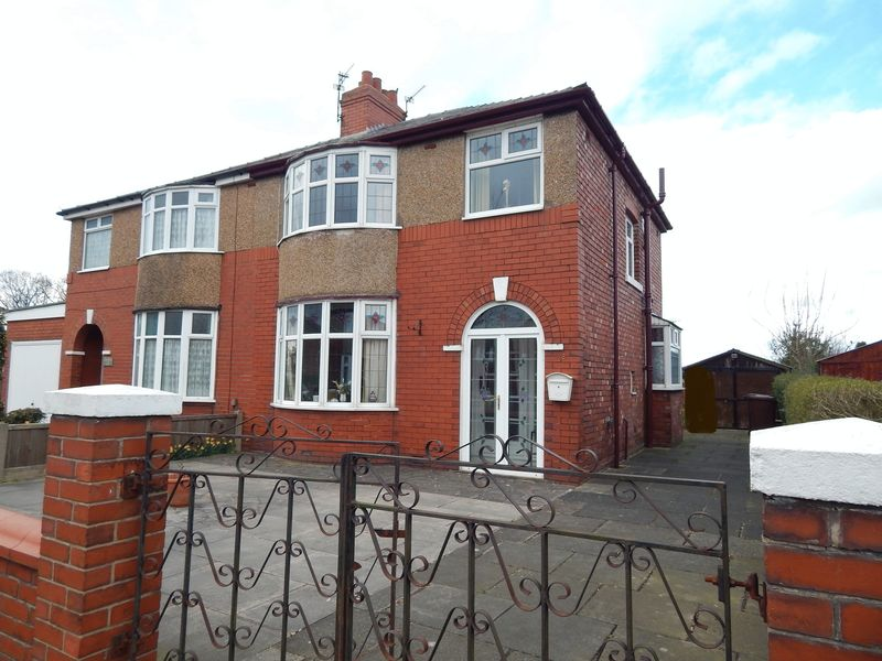 3 Bedrooms Semi Detached House for sale in Westgate, Leyland