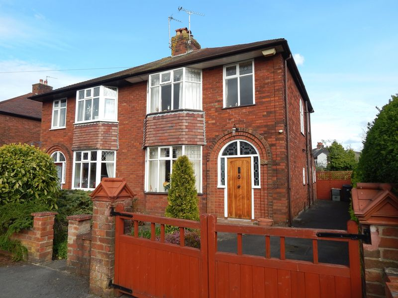 3 Bedrooms Semi Detached House for sale in Priory Lane, Penwortham, Preston