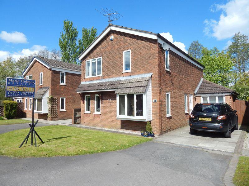 4 Bedrooms Detached House for sale in FarField, Penwortham, Preston