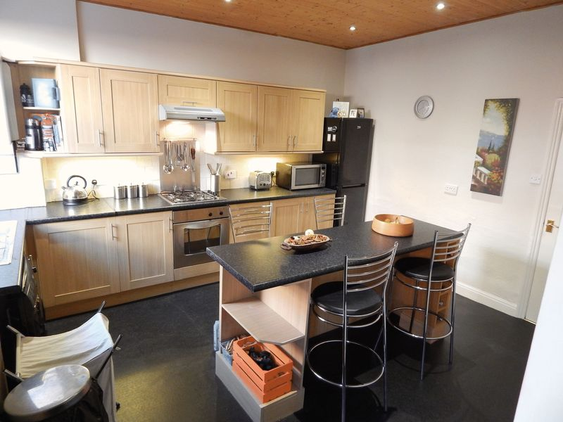 3 Bedrooms Terraced House for sale in Leicester Road, Preston.