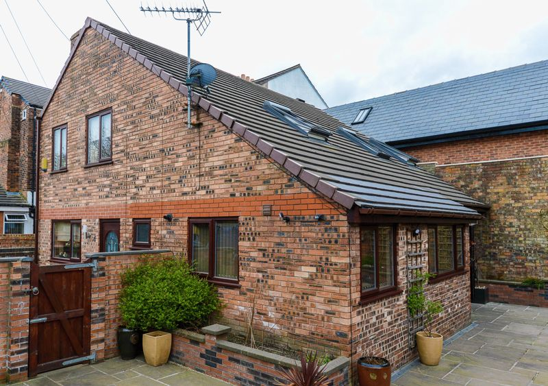 3 Bedrooms Detached House for sale in New Lodge, Wigan