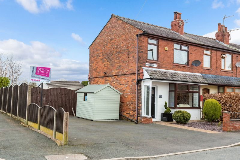 3 Bedrooms Semi Detached House for sale in Malvern Street, Standish
