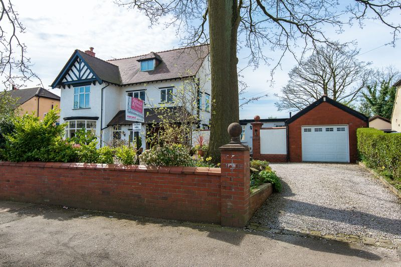 5 Bedrooms Detached House for sale in Wigan Road, Standish