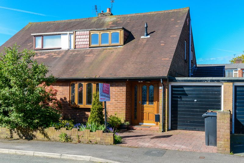 2 Bedrooms Semi Detached House for sale in Coniston Park Drive, Standish