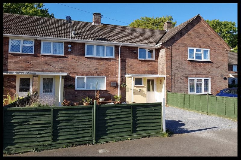 3 Bedrooms Terraced House for sale in Tennyson Road, Totton