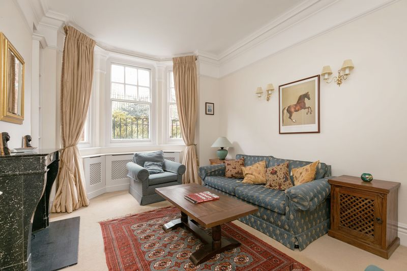3 Bedrooms Flat for sale in Greycoat Street, London