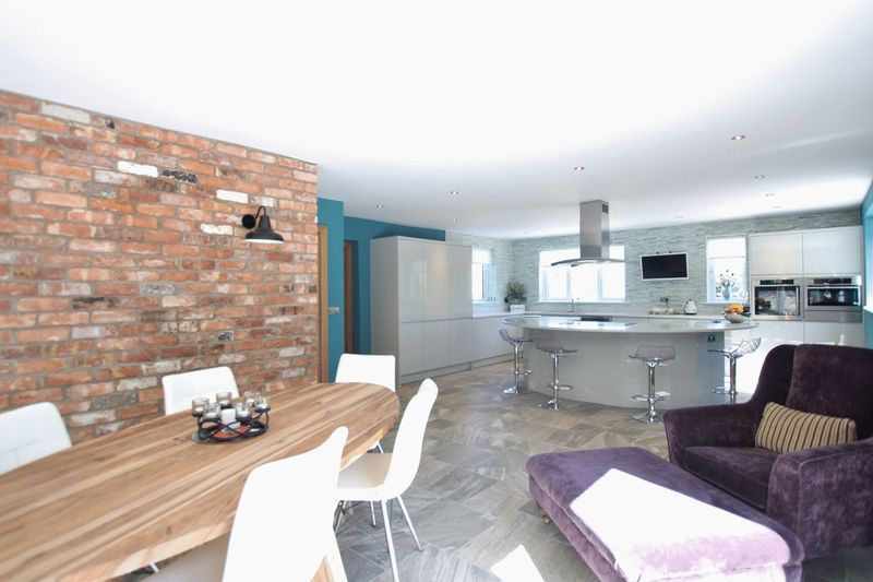 5 Bedrooms Detached House for sale in Column Road, West Kirby, Wirral