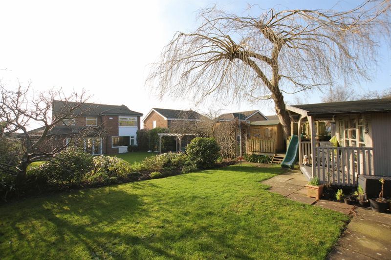 5 Bedrooms Detached House for sale in Davenport Road, Lower Heswall, Wirral