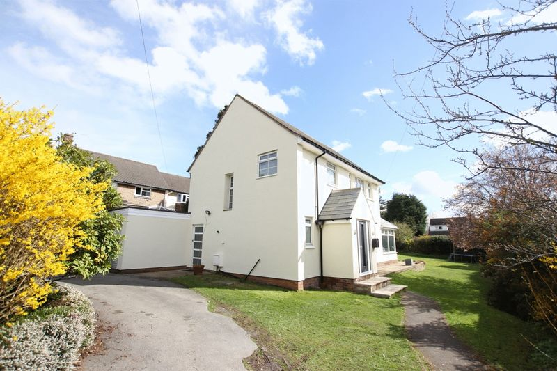 4 Bedrooms Detached House for sale in Victoria Avenue, Heswall, Wirral